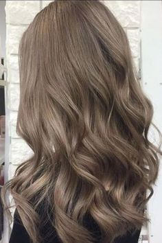 bruin haar Mushroom Brown Hair Is TrendingAnd Its Much Prettier Than It Sounds Blended Ash Bronde Ash Brown Hair Color, Ash Hair, Ombre Hair, Balayage Hair, Light Ash Brown Hair, Cool Tone Brown Hair, Light Brown Hair Colors, Ash Brown Hair With Highlights, Medium Ash Brown Hair