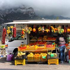 Road Market, Italy