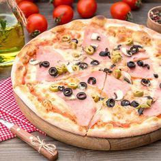 Pizza jambon, gruyère et olives