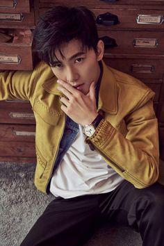 Pop star Yang Yang covers the fashion magazine Park Hyung Sik, Jackson Wang, Asian Boys, Asian Men, Popular Rappers, Yang Yang Actor, Most Handsome Actors, Handsome Guys, V Bts Wallpaper