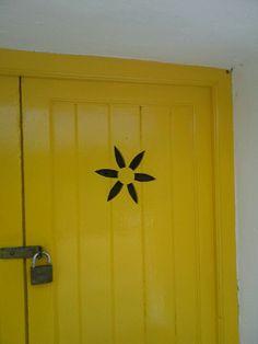 Menorca, lovely door