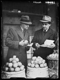 Start your own business (Market salesmen, 1940, Harold Tomlin, National Media Museum)