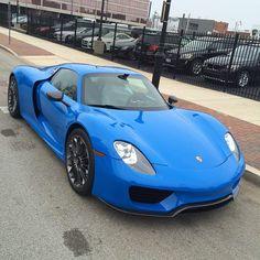 918 in riviera blue Porsche 918, Porsche Cars, Voodoo Blue, Vw Group, Ferdinand Porsche, Ferrari Laferrari, Combustion Engine, Cool Cars, Dream Cars