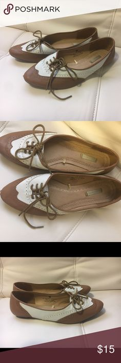 💝 Two-Toned Oxford Flats 💝 Can be used casually or dressed up. Size 6. Gently used condition with only a small scuff in the front left shoe (see third photo). No trades. No PayPal or outside Posh transactions. Open to Bundles. Reasonable offers only PLEASE. Urban Outfitters Shoes Flats & Loafers