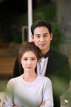 คุณแม่สวมรอย You Are Me #คุณอธิราช #สิณา #ธิณา #ฐาลิน #ป๊อปบัว Chines Drama, Thai Drama, Sweet Couple, I Movie, Dramas, Ulzzang, Dan, Couple Photos, Couples