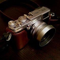 My dream camera. It's just so perfect, so timeless, so elegant / Fuji X100