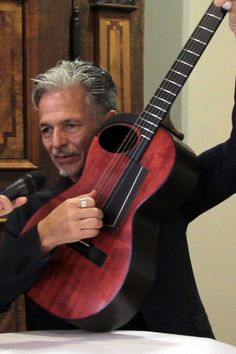 THE GUITAR . COM - luthiers interviews - Claudio Pagelli the holy grail guitar violin show 2015 The Holy Grail Guitar Show 2015 claudio Pagelli interview by Fred Kopo - GUITAR