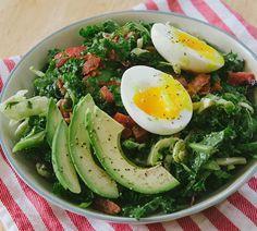 Salata cu avocado, ou fiert si bacon - Foodstory.stirileprotv.ro