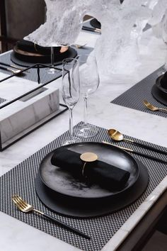 Home accessories | modern acessories to improve your stylish home decor .The perfect accessories to decor your coffee table at your living room or your console table at the entreyway | www.bocadolobo.com #bocadolobo #luxuryfurniture #exclusivedesign #interiodesign #designideas #homedecor #homeaccessories