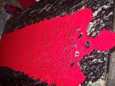 Caminho de mesa cacho de uva.Aceita encomenda na cor desejada.. Disponível na cor vermelha e branca .linha de polipropileno . Encomenda na linha de algodão altera o valor da peça. <br>PROMOÇÃO APENAS NA PEÇA A PRONTA ENTREGA