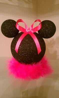 10 inch Minnie Mouse centerpiece by JaiNJor on Etsy Minnie Mouse Birthday Theme, Minnie Mouse Baby Shower, Mickey Minnie Mouse, Mickey Christmas, Christmas Crafts, First Birthday Parties, First Birthdays, Birthday Ideas, Disney Crafts