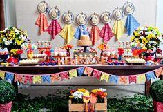 Se seu filho completa mais um aninho de vida nessa época do ano, nada mais apropriado do que transformar a comemoração em um arraial! Inspire-se nestes 8 estilos diferentes de decorações juninas.…