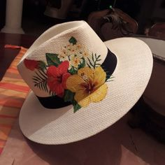 Mmmmm, painted flowers instead of silk. Painted Hats, Painted Clothes, Hand Painted, Fabric Painting, Diy Painting, Dope Hats, Outfits With Hats, Summer Hats, Paint Party
