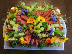 Purppurahelmen juhla- ja  fantasiakakut: Voileipäkakut äidin hautajaisiin Fruit Salad, Sushi, Ethnic Recipes, Food, Fruit Salads, Eten, Meals, Sushi Rolls, Diet