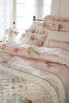 Diy Home decor ideas on a budget. : 6 Elements that Make Up a Fabulous Shabby Chic Bedroom Diy Home decor ideas on a budget. : 6 Elements that Make Up a Fabulous Shabby Chic Bedroom Shabby Chic Lounge, Shabby Chic Mode, Estilo Shabby Chic, Shabby Chic Interiors, Shabby Chic Kitchen, Shabby Chic Cottage, Vintage Shabby Chic, Shabby Chic Furniture, Shabby Chic Decor