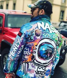 7 Simple Ideas For Clothing Decor Customised Denim Jacket, Custom Denim Jackets, Painted Denim Jacket, Painted Jeans, Painted Clothes, Custom Clothes, Diy Clothes, Nasa Clothes, Stoff Design