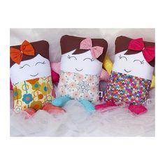 #mulpix Chegaram nossas mini bonequinhas coloridinhas Ideais para acompanhar o bebê! As cores estimulam a percepção visual e o desenvolvimento da criatividade, contribuindo para o amadurecimento do bebê. Seja como amiguinha ou item de decoração, são lindas de todo jeito! ❤️ #lulinharte #love #lovely #muitoamor #minibonequinhas #color #baby #bebe #girl #menina #mae #mom #maternidade #decorbaby
