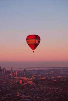 Melbourne, VIC What a way to check out the sunrise over Melbourne! Beautiful World, Beautiful Places, Balloon Rides, Air Balloon, Australian Photography, Australia Travel, Melbourne Australia, Melbourne House, Rock Pools