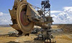 """Stop budowie kopalni odkrywkowej węgla brunatnego w rejonie Lubina.  http://www.sld.org.pl/aktualnosci/2256-stop_budowie_kopalni_odkrywkowej_wegla_brunatnego_w_rejonie_lubina.html  Przedstawiciele Komisji Petycji Parlamentu Europejskiego przesunęli na 2013 rok wizytę w Polsce, by zapoznać się na miejscu z problemami prawnymi i zagrożeniami związanymi z planowaną kopalnią odkrywkową węgla brunatnego na złożu """"Legnica""""."""