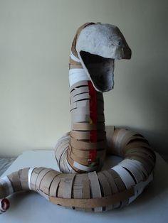 Cardboard Sculpture, Paper Mache Sculpture, Cardboard Crafts, Cardboard Paper, Sculpture Ideas, Paper Towel Crafts, Paper Mache Crafts, Paper Mache Projects, Art Projects