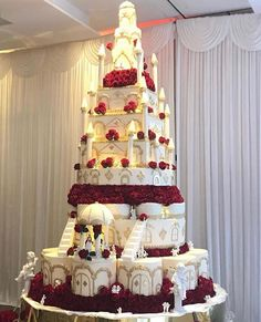 8 Things You Didn't Know About Grand Wedding Cakes - 8 Things You Didn't Know About Grand Wedding Cakes - grand wedding cakes Huge Wedding Cakes, Castle Wedding Cake, Extravagant Wedding Cakes, Luxury Wedding Cake, Wedding Cake Flavors, Beautiful Wedding Cakes, Wedding Cake Designs, Beautiful Cakes, Castle Cakes