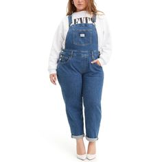 Throw it back in a pair of plus size denim overalls from Levi's. This straight-leg pair features a slightly cropped hem for a fun look. Cute Spring Outfits, Cute Casual Outfits, Girly Outfits, Trendy Plus Size, Plus Size Women, Levis, Effy Stonem Style, Overalls Plus Size, Denim Overalls