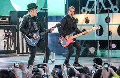 Pin for Later: Die Stars feiern eine riesige Party bei den Much Music Video Awards Fall Out Boy