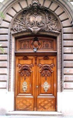 Puerta en Edificio de Barrio Norte. Buenos Aires, Argentina