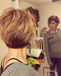 "his is for all you ladies requesting a current ""back"" hair photo! Mom Hairstyles, Pretty Hairstyles, Short Hair With Layers, Short Hair Cuts, Medium Hair Styles, Short Hair Styles, Short Layered Haircuts, Corte Y Color, Haircut And Color"