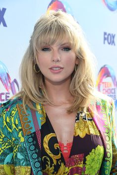 Taylor Swift Is a Total Knockout as She Attends the Teen Choice Awards Lucy Taylor, Taylor Swift Hot, Old Singers, Country Music Singers, Taylor Swift Fansite, Swift Fox, Taylor Swift Pictures, Teen Choice Awards, Queen