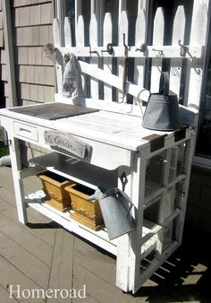 DIY Potting Bench www.homeroad.net