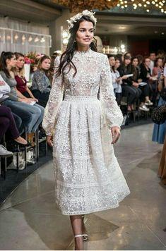 wanna see more dresses like this - Vintage Wedding Dresses Elegant Dresses, Pretty Dresses, Beautiful Dresses, Dream Wedding Dresses, Bridal Dresses, Prom Dresses, Vetement Fashion, Engagement Dresses, Lace Dress With Sleeves