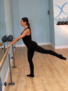 Barre Workout for a Better Butt, Hips and Thighs Want the body of a ballerina without the ballet shoes? Try this lower-body focused workout you can do at home Ballet Barre Workout, Barre Moves, Fitness Tips, Fitness Motivation, Barre Fitness, Bar Workout, At Home Workouts, Just In Case, Fitness Inspiration