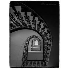 """Miró von Laugaricio na Instagrame: """"#miró_von_laugaricio"""" Oversized Mirror, Stairs, Architecture, Design, Home Decor, Arquitetura, Stairway, Decoration Home, Room Decor"""
