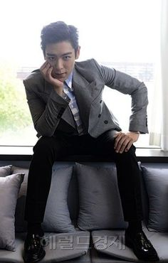 Oversees fashion: TOP (Choi Seung Hyun) ♕ // Interview Photo For 'Tazza Daesung, Bigbang Yg, Bigbang G Dragon, Kpop, Rapper, G Dragon Top, Top Choi Seung Hyun, Gd And Top, Into The Fire
