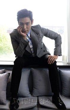 Oversees fashion: TOP (Choi Seung Hyun) ♕ // Interview Photo For 'Tazza Daesung, Bigbang Yg, Kpop, Rapper, G Dragon Top, Top Choi Seung Hyun, Gd And Top, Into The Fire, Korean Boy Bands