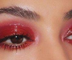 Eye Makeup Tips.Smokey Eye Makeup Tips - For a Catchy and Impressive Look Makeup Goals, Makeup Inspo, Makeup Art, Makeup Hacks, Makeup Inspiration, Makeup Ideas, Fashion Inspiration, Red Eye Makeup, Cute Makeup