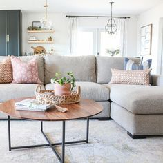 Room & Board – Metro Sofa with Chaise – Modern Chaise Sofas – Modern Living Room Furniture – Farmhouse Living Tv, Living Room Grey, Living Room Modern, Home And Living, Living Room Designs, Small Living, Living Room With Sectional, Room And Board Living Room, Neutral Living Rooms