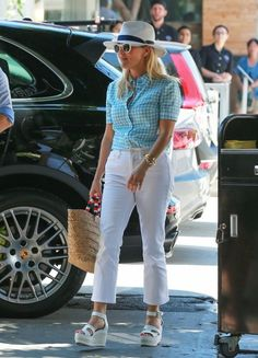 Actress and busy mom Reese Witherspoon is all smiles while lunching with friends on August 18, 2016 in Los Angeles, California. It was recently announced that Reese with be teaming up with Nicole Kidman to produce a limited series version of the novel 'Truly Madly Guilty' for HBO.