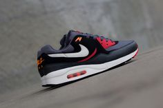 Nike Air Max Light Essential Black / Sail – Black Pine