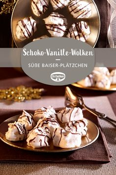 Schoko-Vanille-Wolken Chocolate Vanilla Clouds: Sweet almond meringue biscuits with small chocolate pieces time # biscuit baking Biscuits Au Four, Cookies Et Biscuits, Chip Cookies, Sugar Cookies, Holiday Cookies, Holiday Desserts, Holiday Recipes, Cookie Recipes, Dessert Recipes
