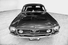 The 67 Mustang with his 3.0 Liters Engine, 6 in line cylinders. A true feeling.