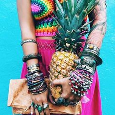 Saturday fashion inspiration  #thevibetown #goodvibes #boho #disfunkshionmag #pineapple #fashionblogger #accessories #hippielife #bohemian #indie #rainbow #crochet #indiefashion #hippiechic