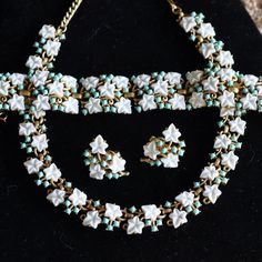 Trifari White and Turquoise Thermaset Parure Set with a Necklace, Bracelet and Earrings