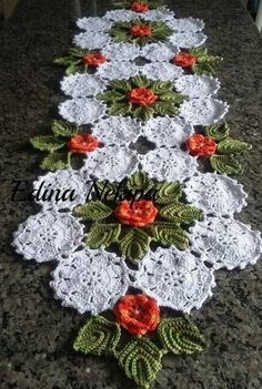 Modelos de Folhas de Crochê Para Inspirar Você - 3 Dicas de Artesanato Crochet Flower Squares, Crochet Leaves, Crochet Fall, Holiday Crochet, Unique Crochet, Irish Crochet, Crochet Flowers, Knit Crochet, Crochet Tablecloth Pattern