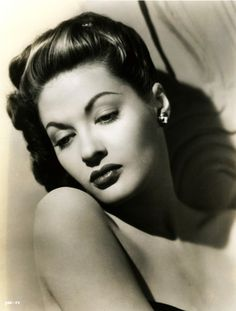 """Yvonne De Carlo- I've seen some of her old movies. I forgot how beautiful she was. She was cute as Lily Munster in the original series """"The Munsters"""". Hollywood Icons, Old Hollywood Glamour, Golden Age Of Hollywood, Vintage Glamour, Vintage Hollywood, Hollywood Stars, Vintage Beauty, Classic Hollywood, Hollywood Divas"""