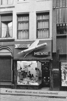 """1954-Maastricht. Grote Staat 14. Kantoorboekhandel """"MEVRI"""": ''Maastrichts Eerste Vulpen Reparatie Inrichting"""". Bron: de Limburger."""
