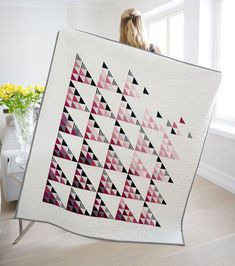 The Fly Away Quilt from Suzyquilts.com is a fun, fresh triangle quilt pattern for the modern quilter.  This pattern includes instructions and a coloring sheet for baby, throw, twin, queen/full, and king sizes! #trianglequilt #modernquilt #babyquiltt #throwquilt Triangle Quilt Pattern, Half Square Triangle Quilts, Patchwork Quilting, Scrappy Quilts, Baby Quilts, Patchwork Ideas, Mini Quilts, Quilting Tutorials, Quilting Designs