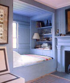 bed nook, window seat, new england style, Steven Gambrel - World of Interiors Alcove Bed, Bed Nook, Bedroom Nook, Bedroom Decor, Cozy Nook, Tyni House, Sleeping Nook, Window Bed, Window Seats