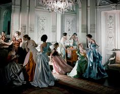 L'exposition annuelle du MET Costume Institute consacrée au photographe Charles James http://www.vogue.fr/mode/news-mode/diaporama/les-rendez-vous-mode-de-2014/16925/image/896686#!l-039-exposition-annuelle-du-met-costume-institute-consacree-au-photographe-charles-james